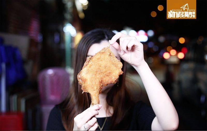 為保持質素,挑細每隻240克至260克的雞髀,阿輝指這個Size的雞脾比較嫩滑。
