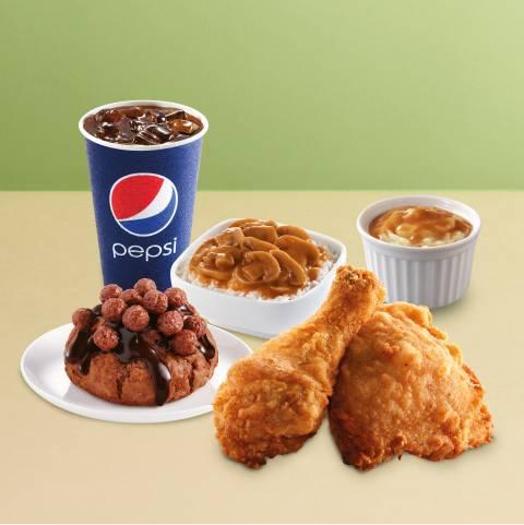D3可可球美祿鬆餅套餐起2件家鄉雞/ 香辣脆雞/ 狂惹香燒雞+辣汁蘑菇香飯(普通)+馬鈴薯蓉(大)+可可球美祿鬆餅+汽水(中)。