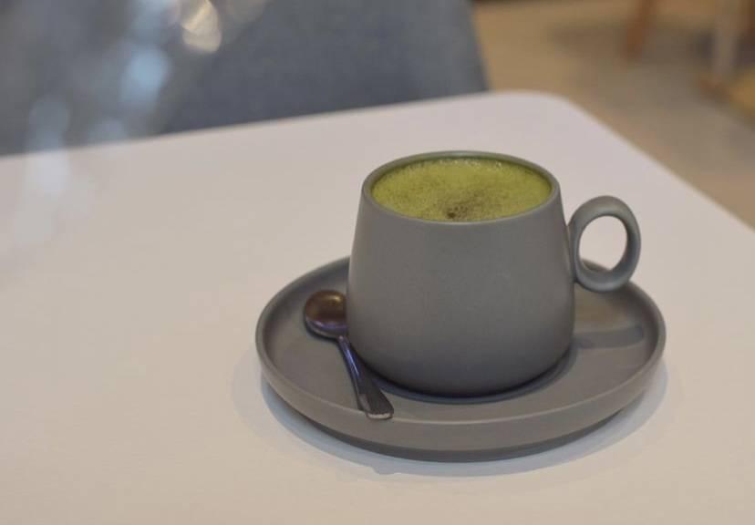 悠閒假日到訪cafe小店,不妨來一杯Mocha Latte喇!(圖片來源:IG@Mollusca_aw)