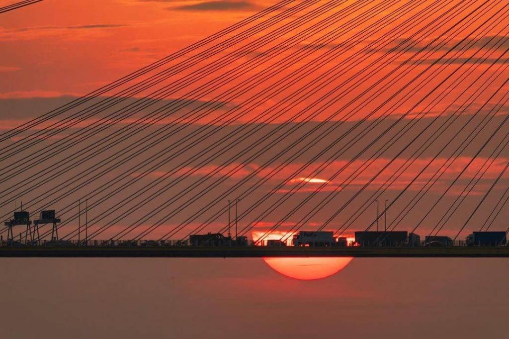 拍攝日落車軌需要較長的焦距,建議需要400mm。(圖片來源:IG@york.nothing)