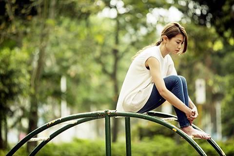 多向身邊人表達情感,你也會舒服一點。(圖片來源:《29+1》劇照)