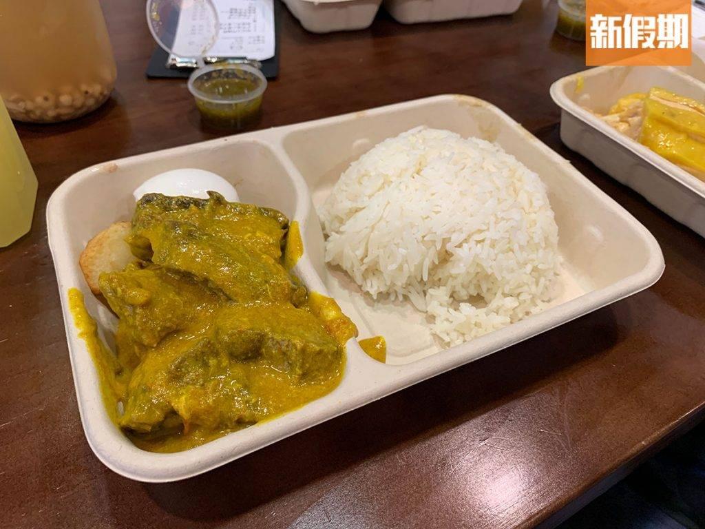 咖喱流心蛋牛腩飯這款咖喱牛腩飯是粉紅水門雞分店獨有的,不過味道中規中舉,沒有太過突出。