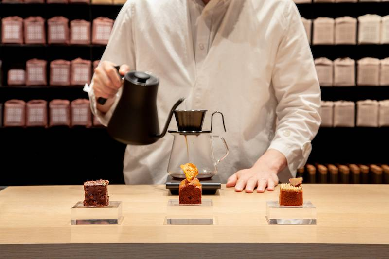 DATE BY TATE跟OMOTESANDO KOFFEE的姊妹品牌 KOFFEE MAMEYA合作,推出蛋糕、咖啡Pariing。(圖片來源:DATE BY TATE)