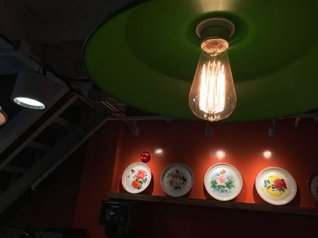 充滿舊式香港情懷的烏絲燈泡(圖片來源:石屋家園官方網站)