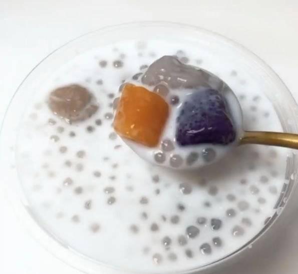三色分立 有芋圓、地瓜圓、紫薯圓、寒天晶球、小芋圓及西米,足料滿瀉有誠意。(圖片來源:芋圓控)