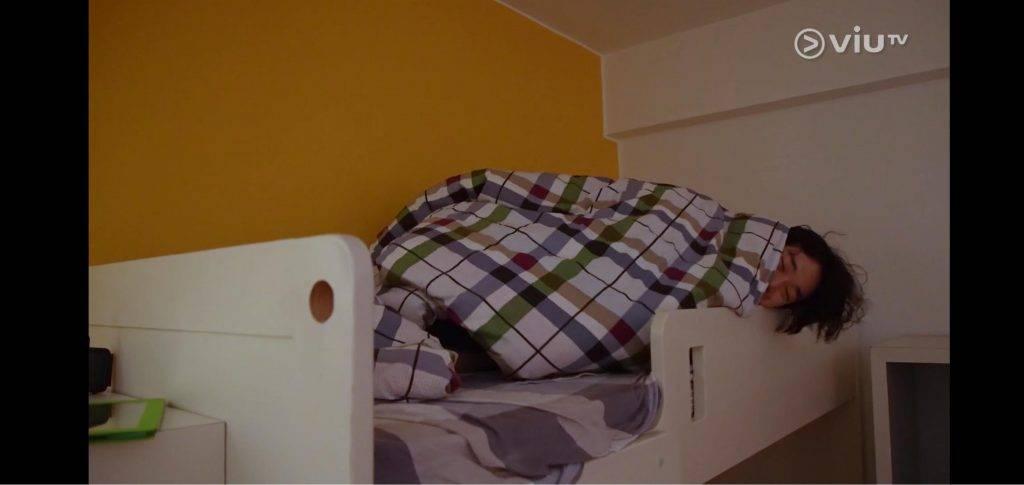 Jer說小時候是睡上格床,所以偏愛上格床,唔怕碌落嚟!(圖片來源:《調教你Mirror》節目截圖)