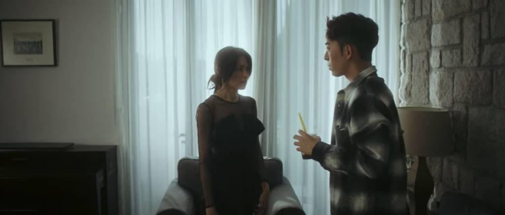 黑色喱士裙好正!!!(圖片來源:Mirror官方Youtube頻道)
