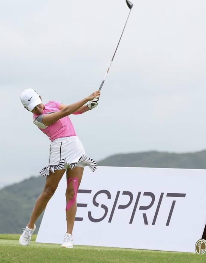 她於2018年的香港業餘高爾夫球女子賽奪冠!(圖片來源:IG@honganc)