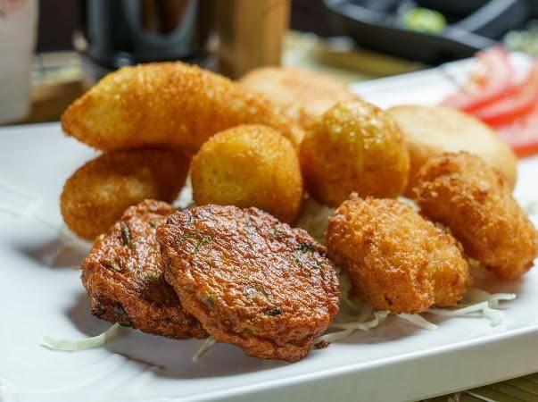 也有一系列泰式地道小吃如泰式魚餅、泰式蝦餅。(圖片來源:瀛豐放題料理專門店)