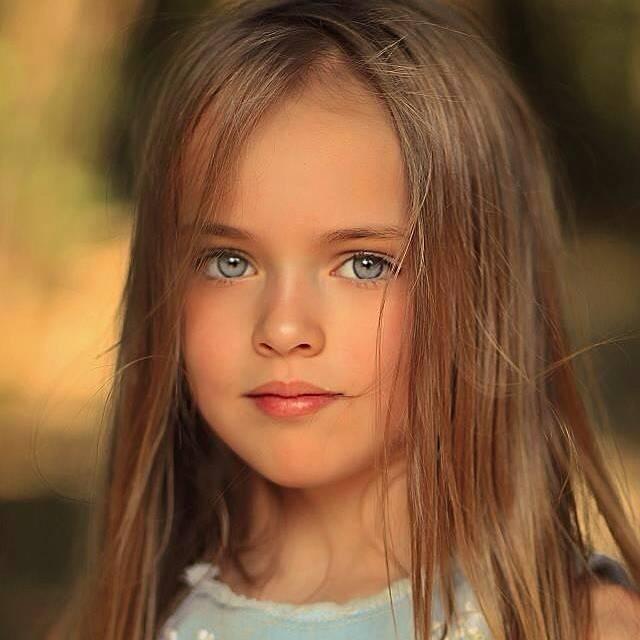 4歲時媽媽把她的照片寄去廣告公司,然後馬上就被錄取成模特兒。(圖片來源:IG@kristinapimenova)