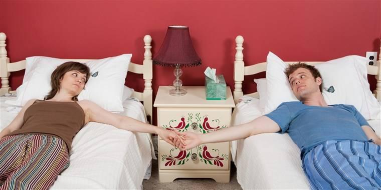 各位夫婦要不要試試分床睡?(圖片來源:pexels)