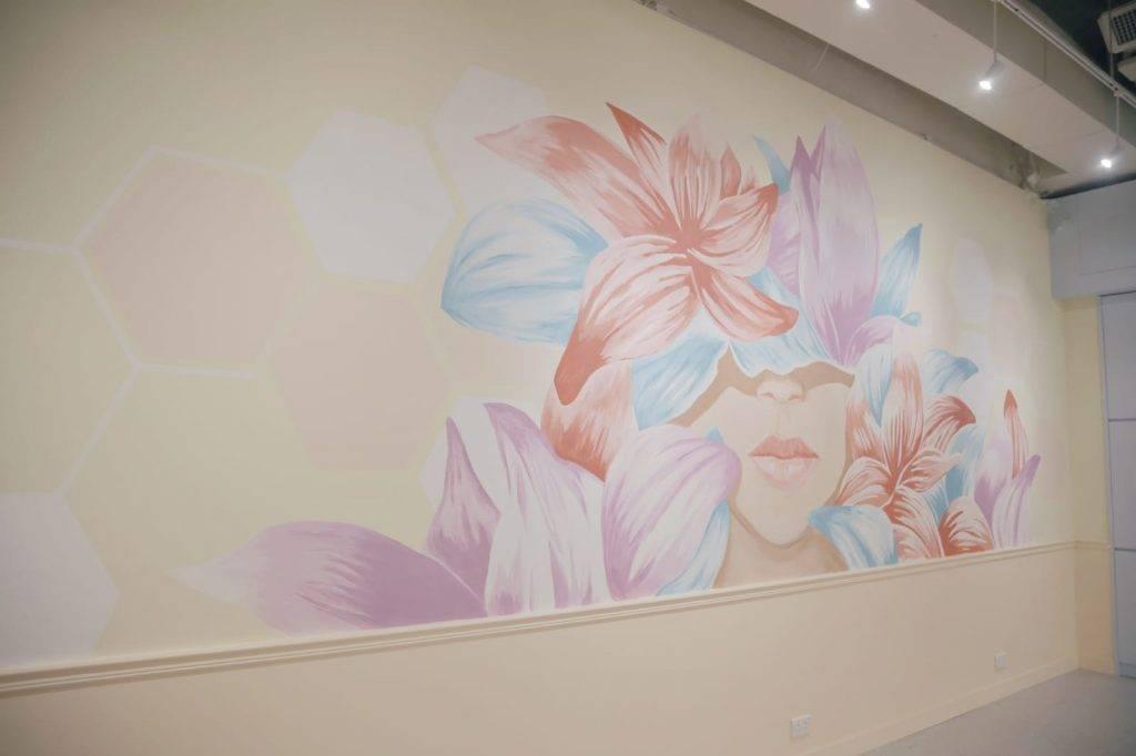 店內有7米長的花花壁畫打卡牆。(圖片來源:)