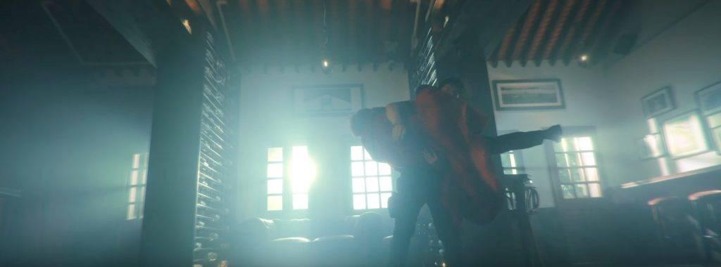 當年姜濤被抱起於半空旋轉的畫面,MV內也有類似動作!(圖片來源:截圖@特務肥姜2.0 MV)