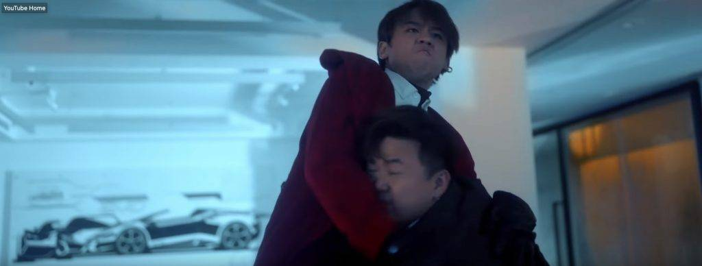 肥仔都有再抱起姜Man!(圖片來源:截圖@特務肥姜2.0 MV)