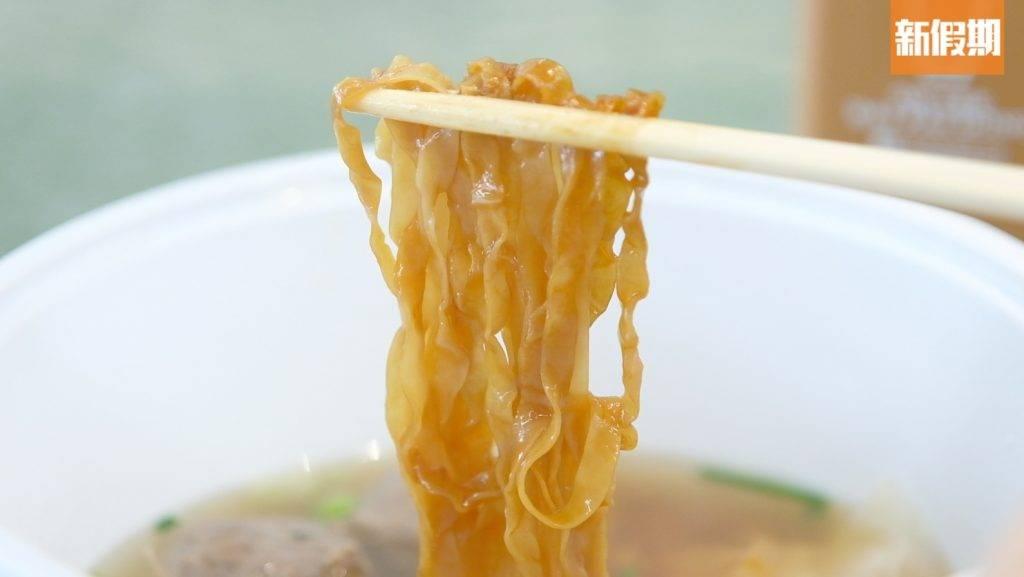 粗麵爽彈,加上以大地魚及豬骨熬成的湯底,味道香濃。(圖片來源:新假期編輯部)