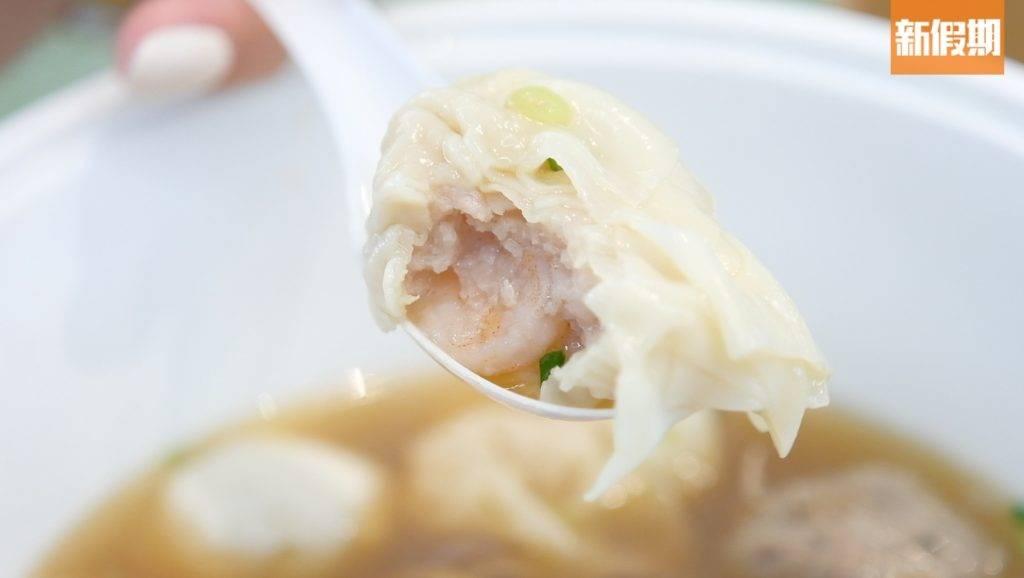 雲吞以原隻蝦製作,十分彈牙。(圖片來源:新假期編輯部)
