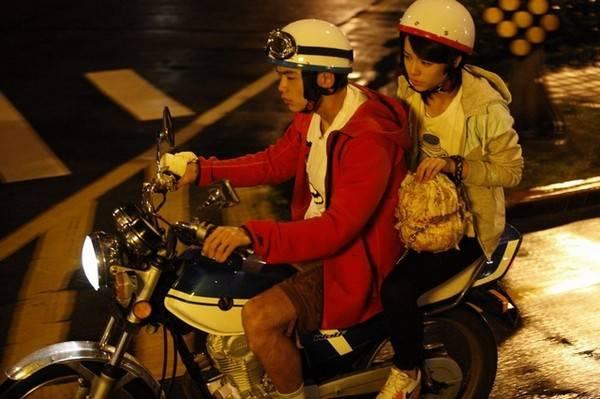 事主埋怨男友連電單車都不揸。(圖片來源:《等一個人咖啡》劇照)