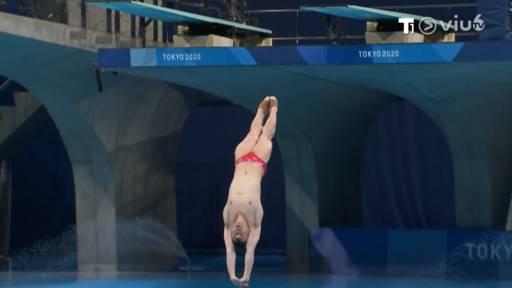(跳水)佢十隻腳趾有八隻都喺晒出面!(圖片來源:ViuTV)