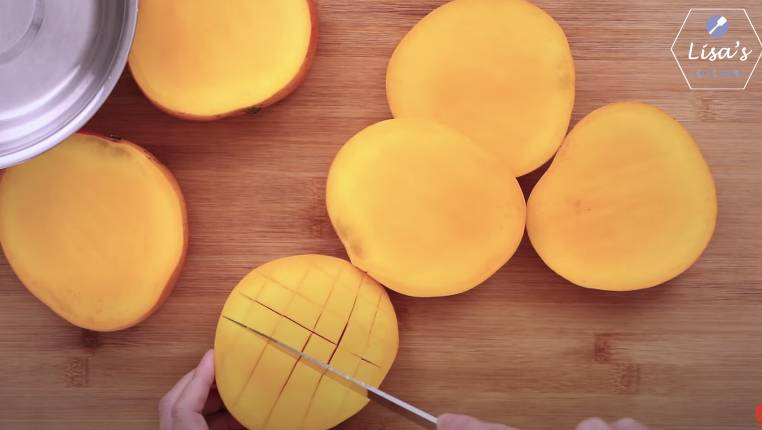 芒果去皮(圖片來源:薩姐的南腔北調Lisa's Kitchen)