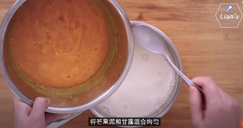 將芒果蓉及椰奶糖水混合(圖片來源:薩姐的南腔北調Lisa's Kitchen)
