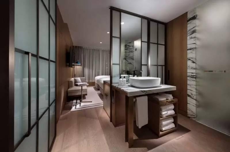 房間以舒適自然為主。(圖片來源:The Hari Hong Kong)
