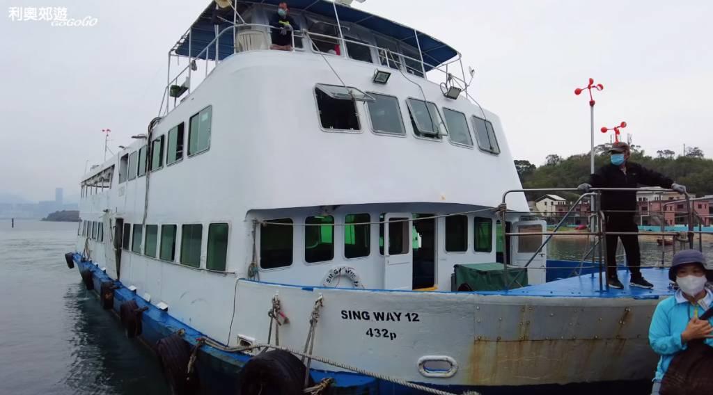 船一早在碼頭等候遊客上船。(圖片來源:@YouTube利奧截圖)