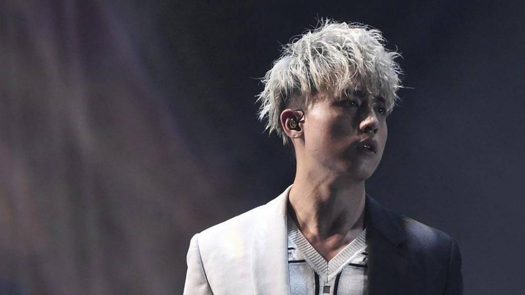 年中演唱會AK的一頭灰髮,配合他黝黑的皮膚,更顯「黑之呼吸」式的型格!(圖片來源:Instagram@_kisang_)