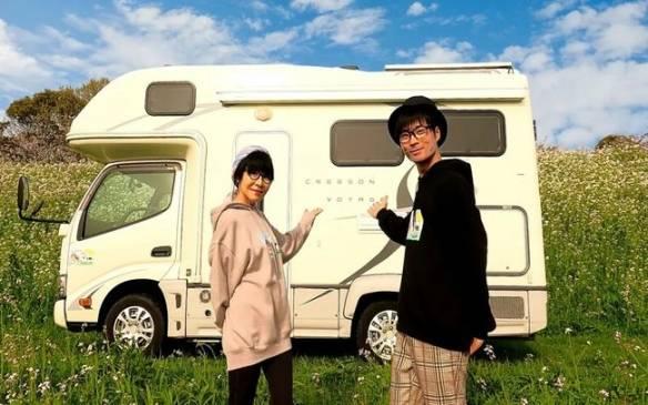 二人去年開始坐上休旅車環繞日本一周。(圖片來源:Twitter@yoshitaka_999)