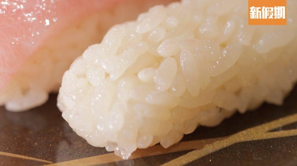 壽司醋飯用上七星米並加入三款醋製作而成,粘性和甜味都相當平均。(圖片來源:新假期編輯部)