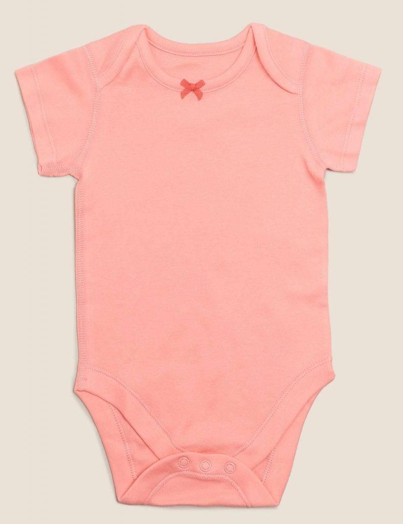 嬰兒服飾穿著容易方便,質感柔軟。