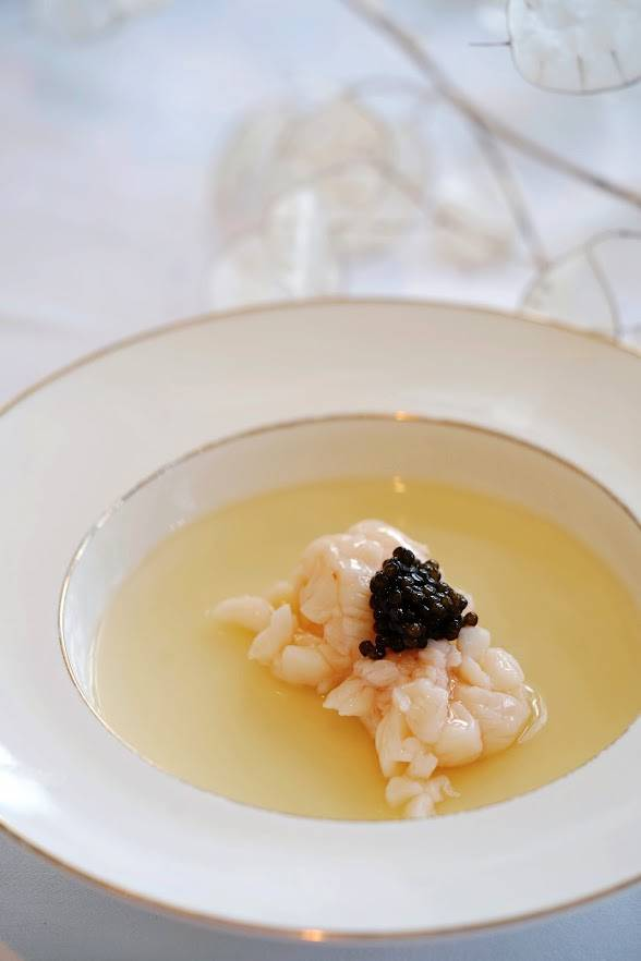 中秋晚市菜單:黑魚子蛋白蒸龍蝦球(圖片來源:官方圖片)