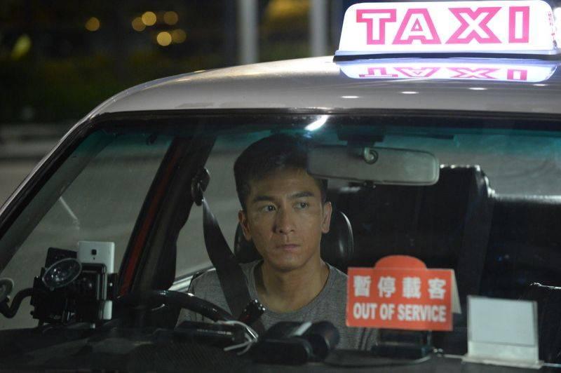 有不少有車的網民表示,有時收工都寧願在車裡休息一下,聽聽歌才回家。(圖片來源:《降魔的》劇照)