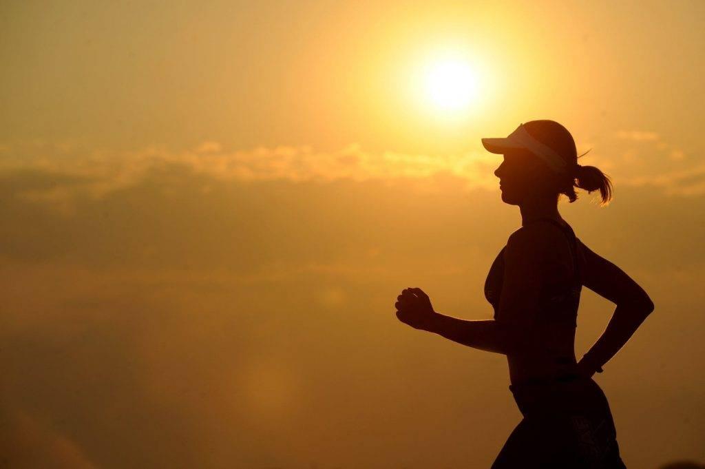 定期運動、充足的睡眠及飲足夠水份,亦有助提升新陳代謝率。(圖片來源:Pexels)