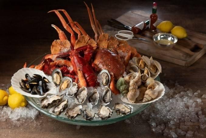 10款冰鎮海鮮,如即開鮮蠔、波士頓龍蝦、鱈場蟹腳、日本花咲蟹、青口及翡翠螺等(圖片來源:官方圖片)